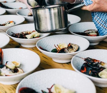 ARE YOU INTERESTED IN FOOD & BEVERAGE BUSINESS ? THIS 5 TIPS WILL GET YOU COVERED